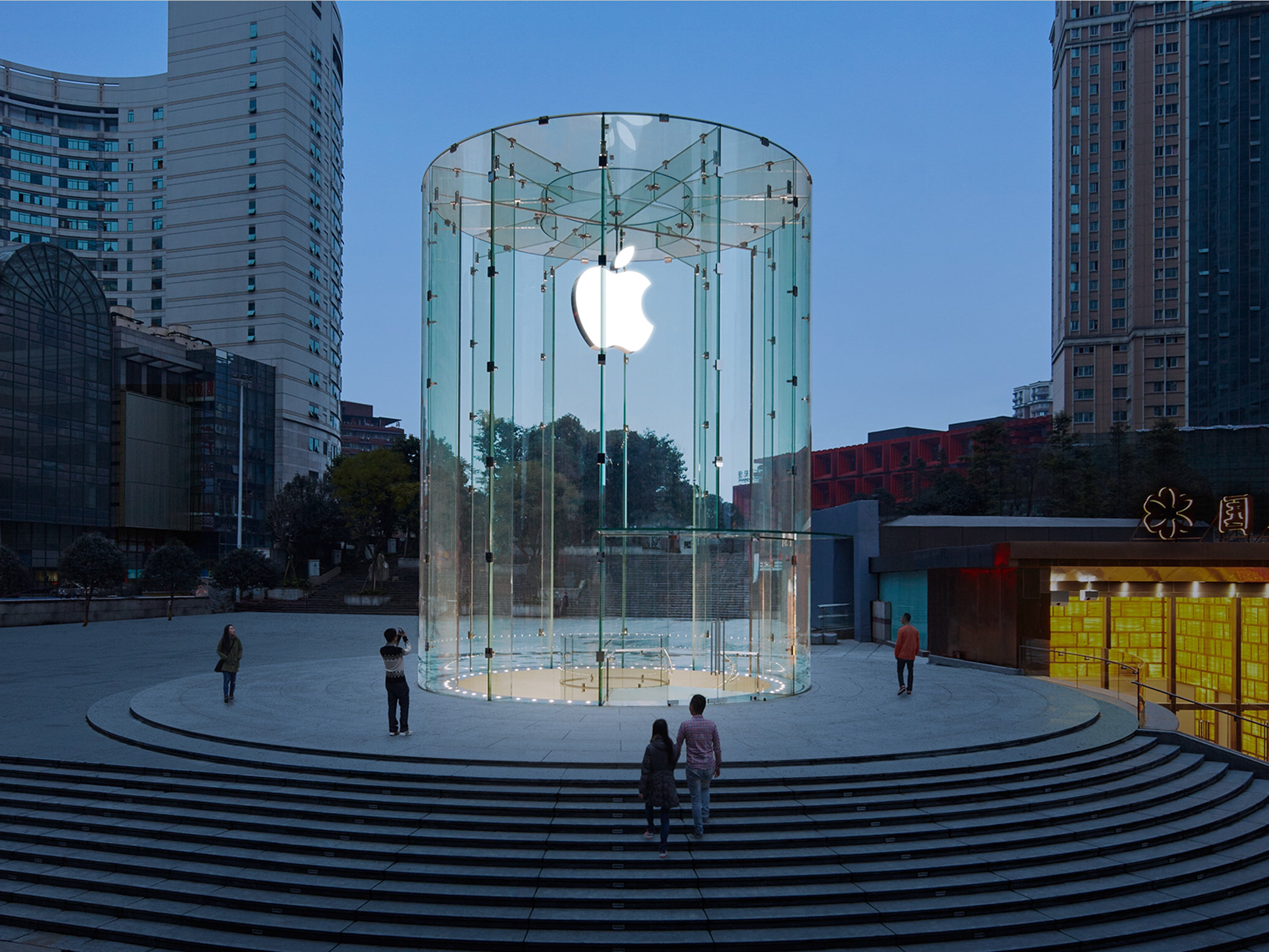See the making of the stunning mural celebrating Apple's newly opened store in China