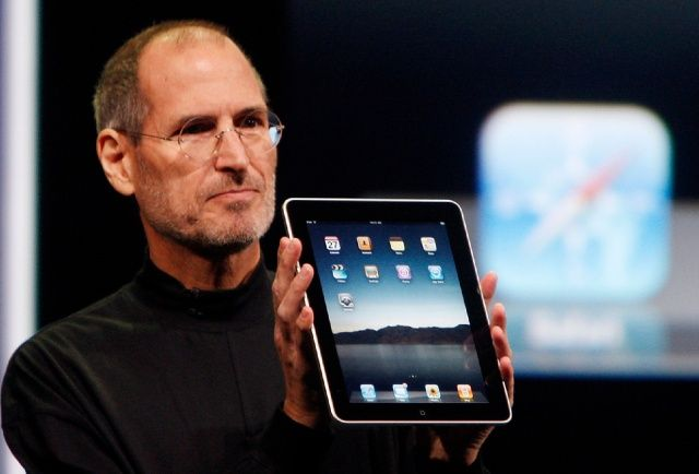 Steve-Jobs-and-original-iPad