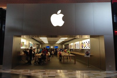 Mall-based Apple Stores are changing the way other retailers pay rent