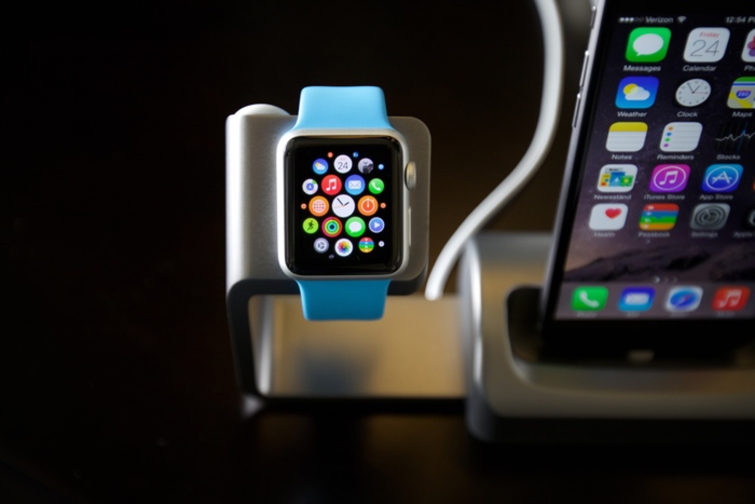 Kickstarted: Duet Dock offers iPhone and Apple Watch owners an elegant charging solution