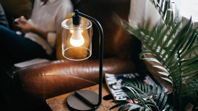 This smart bulb gives new meaning to the term light music