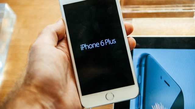 AT&T and Verizon are changing how iPhones will be sold at your local Apple Store