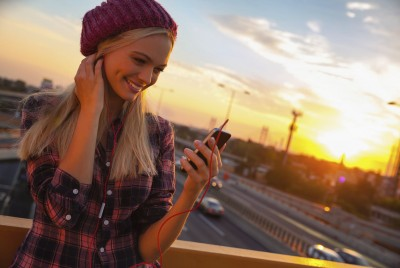 Check musicians' social feeds while you listen to OnTune FM