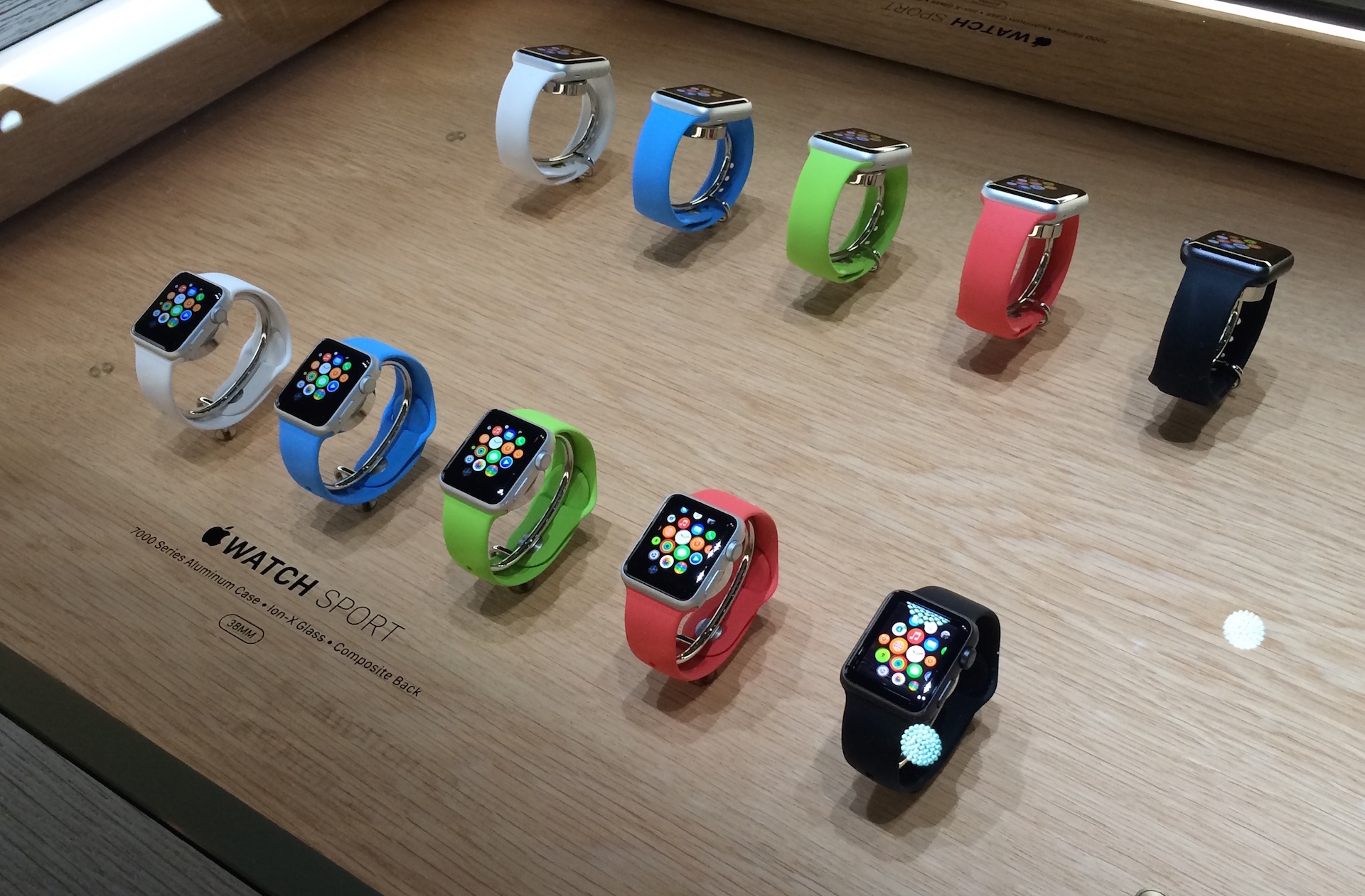 Appointments no longer necessary to try on Apple Watch