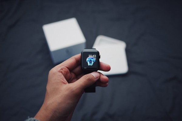 Don't expect a second-generation Apple Watch until mid-2016