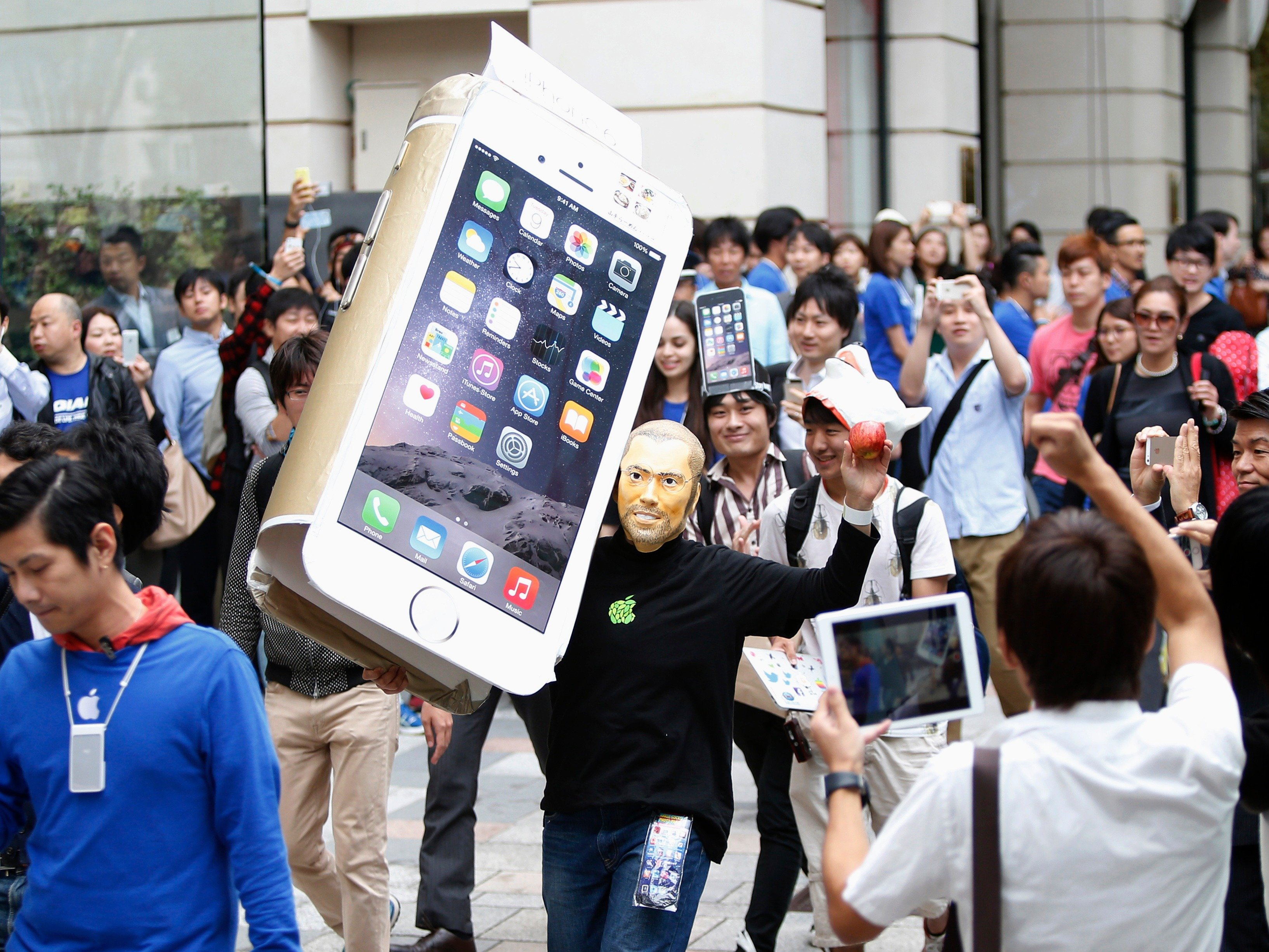 Long lines await the iPhone 6s and iPhone 6s Plus