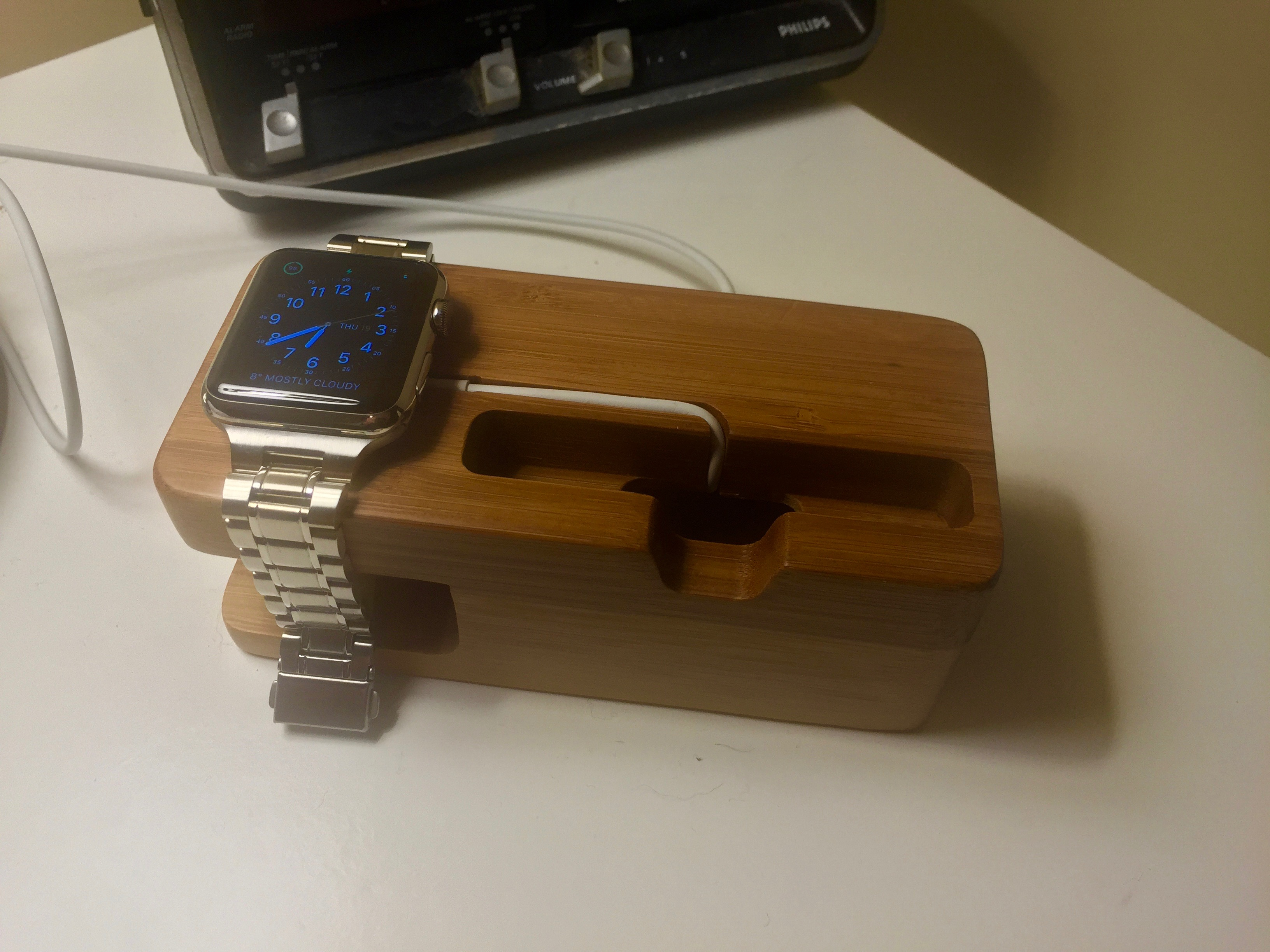 Review: Olixar offers a stylish, inexpensive bamboo Apple Watch dock