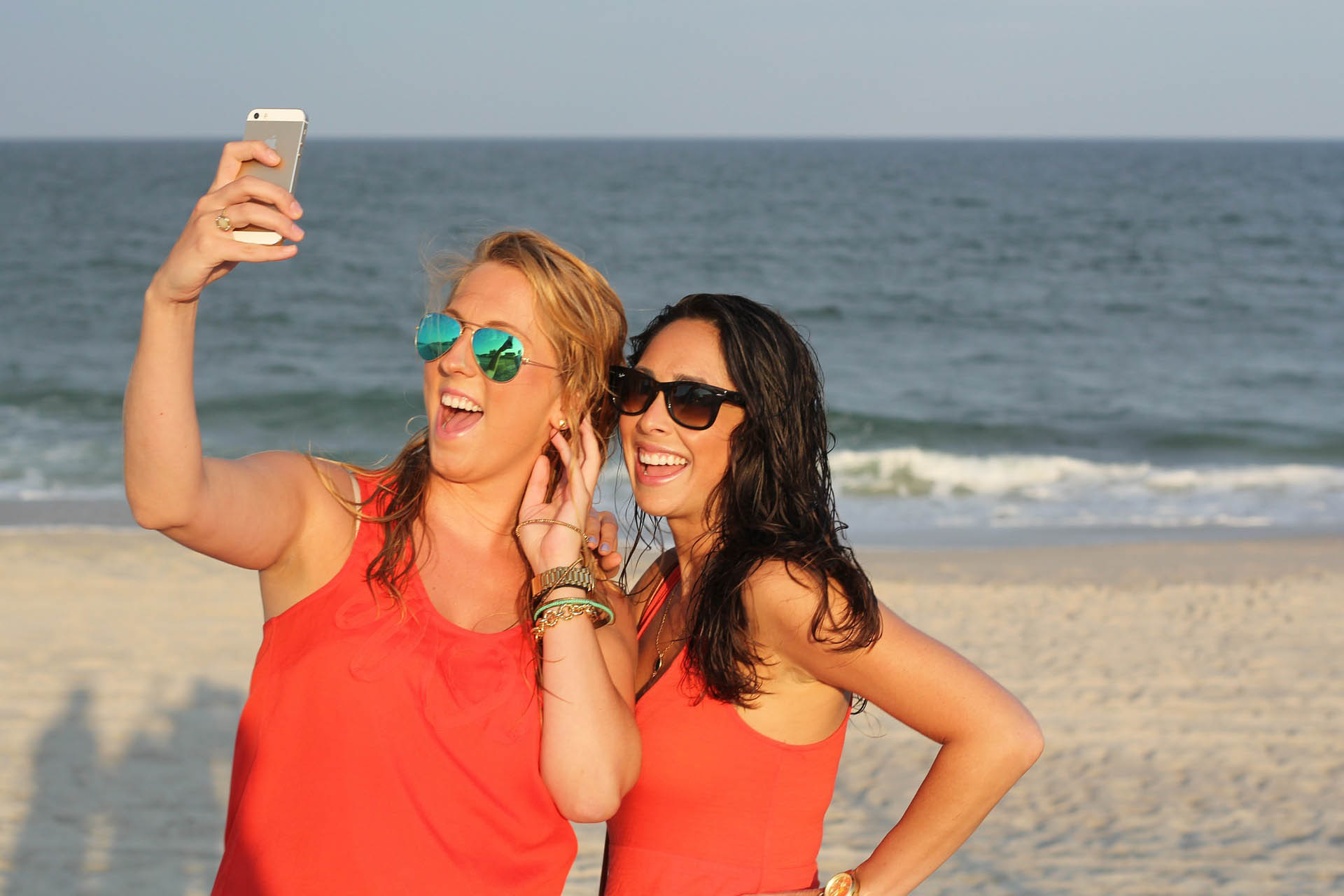 Say 'so long' to the shutter button with the Selfie Stick app
