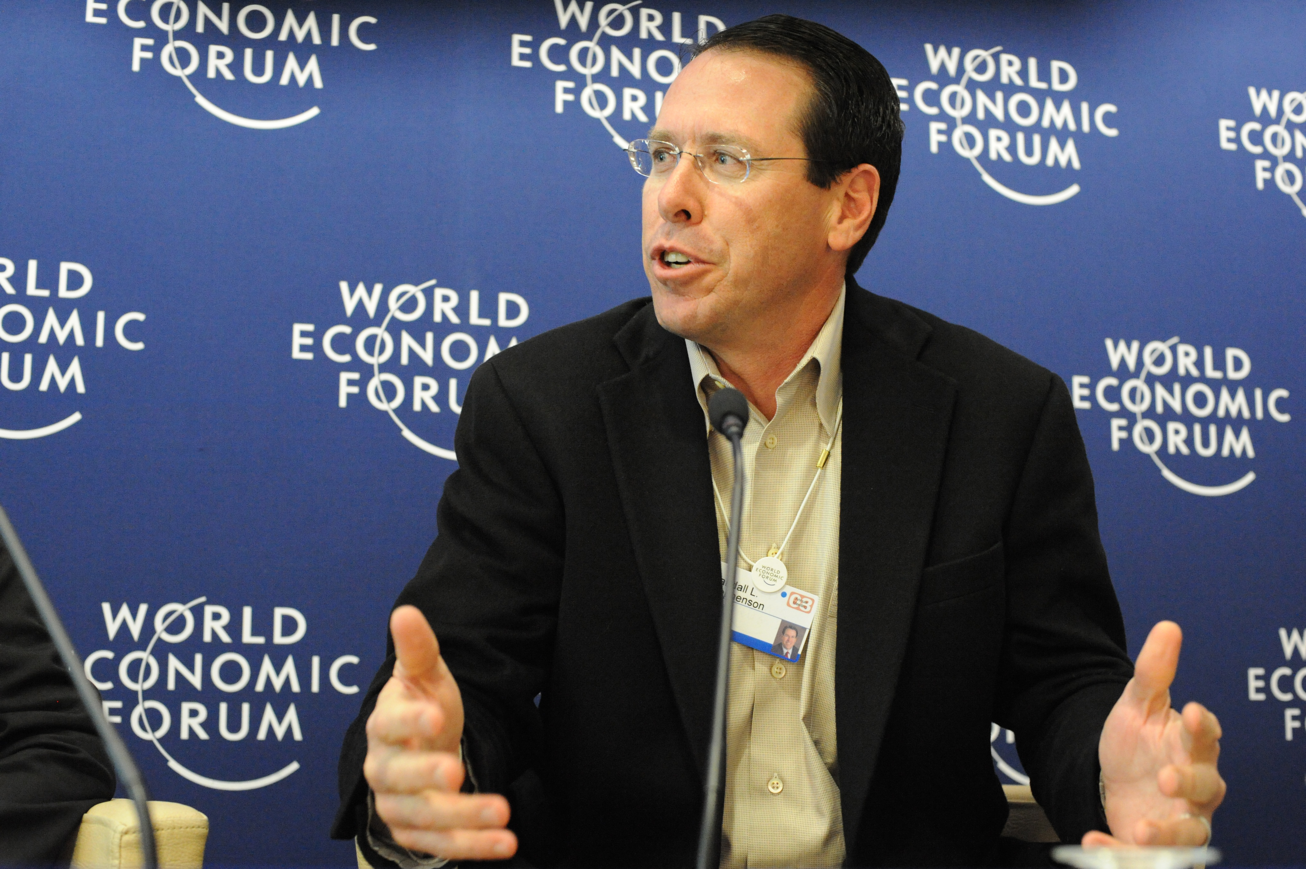 AT&T's CEO thinks Congress, not Silicon Valley and Apple, should make encryption policy