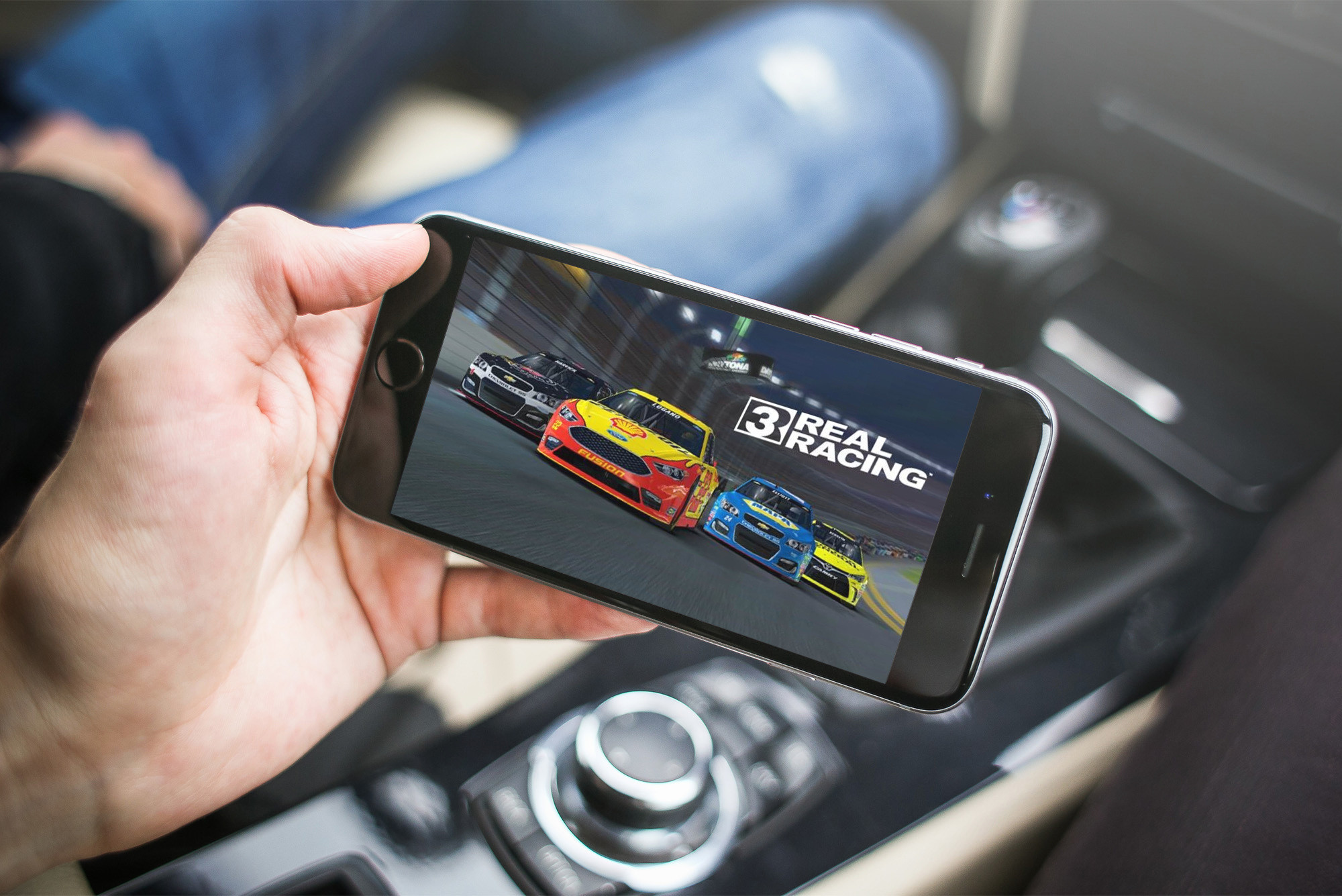 Real Racing 3 updated with Daytona Experience and Apple TV integration