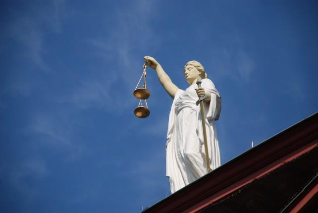 case-law-677940_1920-642x430