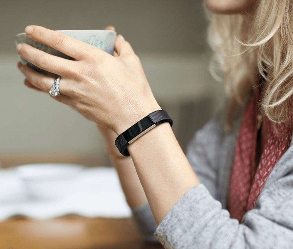 Track your activity and get notifications with Fitbit Alta
